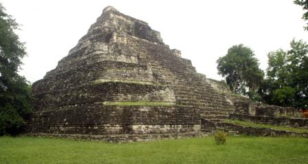 Chacchoben is 165 KMs south of Tulum on the Yucatan Peninsula in Mexico. It is located in bush/jungle not far from the main highway 186, the north / south corridor from Cancun to Chetumal on the Caribbean coast.